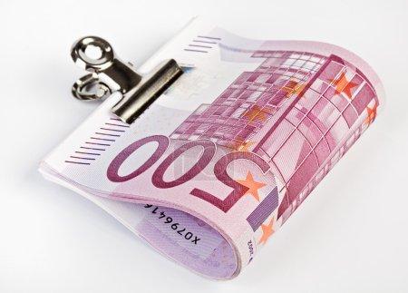 Bundle of 500 Euro fasten