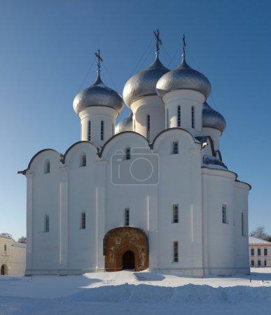 Photo pour Cathédrale orthodoxe Sainte-Sophie (construite en 1570 sur ordre d'Ivan le Terrible), Kremlin de la ville de Vologda, Russie. Cette image a été cousue à partir de quatre ph individuel - image libre de droit