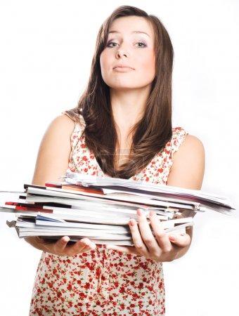 Photo pour Jeune femme de beauté avec des magazines (isolée) - image libre de droit