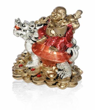 Photo pour Statuette de Hotei (Bouddha) au dragon sur le fond blanc - image libre de droit