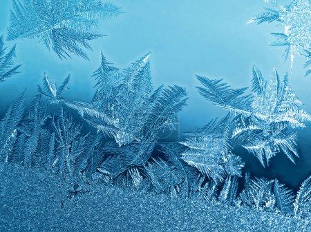 Foto de Patrón natural helado en windowpane invierno - Imagen libre de derechos