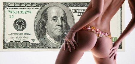 Photo pour Fille avec un décor de sous-vêtements fleur d'argent, 100 dollars américains - image libre de droit