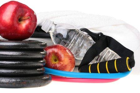 Photo pour Sujets utilisés dans le travail de remise en forme, de l'eau et de pommes. - image libre de droit