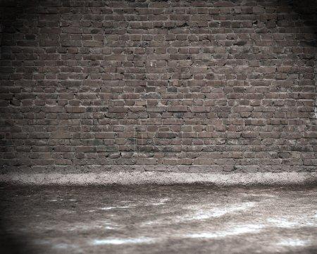 Foto de Viejo interior grunge con pared de ladrillo - Imagen libre de derechos