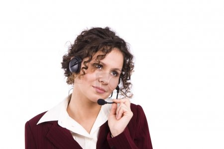 Photo pour Femme d'affaires prend la parole sur le casque avec un micro. Comment puis-je vous aider ? visage de jeune femme confiante charmante avec casque. - image libre de droit