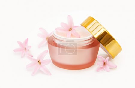 Natural face cream with flowers