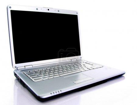 Photo pour Ordinateur portable moderne isolé sur blanc avec des reflets sur table en verre . - image libre de droit