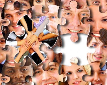 Photo pour Groupe d'affaires en morceaux d'un puzzle - image libre de droit