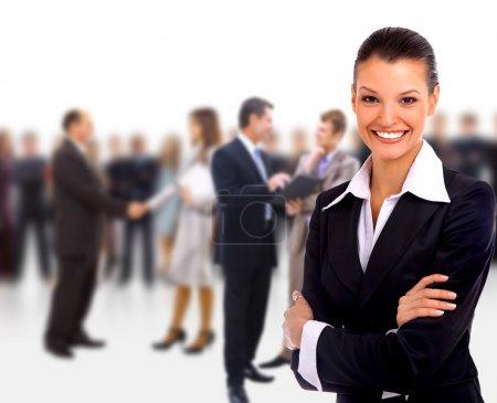 Photo pour Femme chef d'entreprise debout devant son équipe - image libre de droit