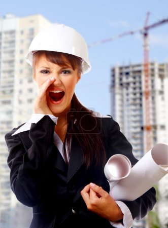 jolie construction architecte avec plans sur chantier