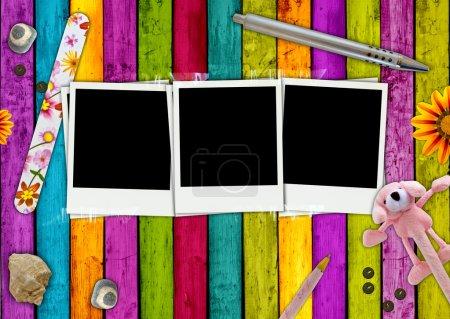 Photo pour Trois photos vierges sur un fond girlie coloré - image libre de droit