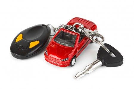 Игрушечный автомобиль и ключи