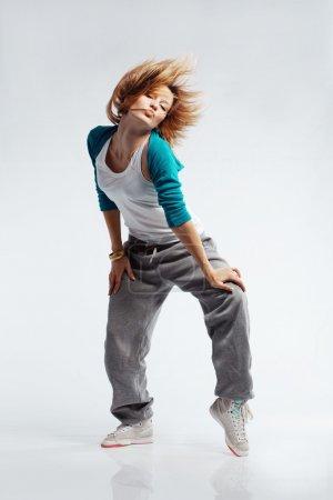 Photo pour Adolescente danse hip-hop studio série - image libre de droit