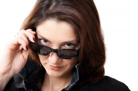 Photo pour Femme en lunettes de soleil isolées sur le fond blanc - image libre de droit