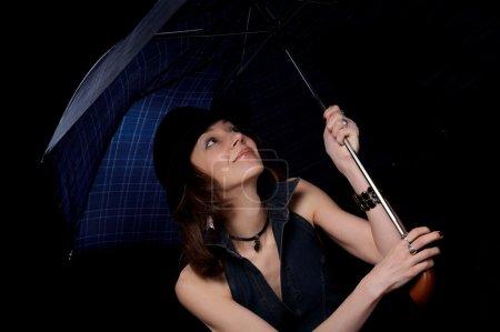 Photo pour Femme avec parapluie isolé sur le fond noir - image libre de droit