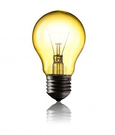 Photo pour Ampoule isolée sur fond blanc - image libre de droit