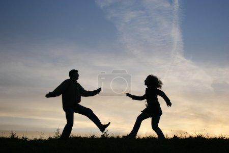 Run couple silhouette