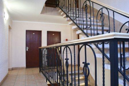 Photo pour Escalier de l'hôtel - image libre de droit