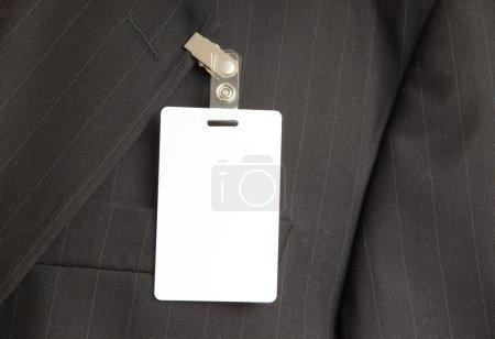Photo pour Gros plan d'un costume noir avec carte d'identité - image libre de droit