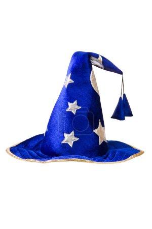 Photo pour Chapeau sorcier bleu avec étoiles argentées, chapeau isolé sur blanc - image libre de droit
