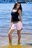 Krásná žena na pláži
