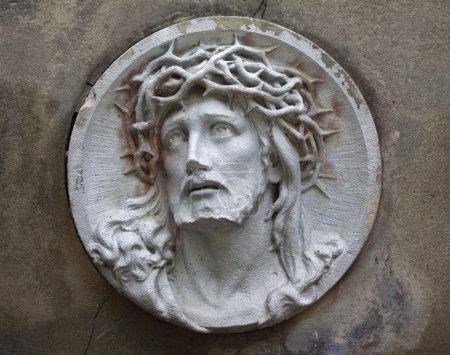 Sculpture of Jesus Christ in the face of thorny