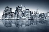 """Постер, картина, фотообои """"Big apple после захода солнца - Нью-Йорк экономных"""""""
