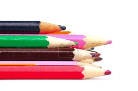 Photo pour Quelques crayons de couleur isolés sur le fond blanc - image libre de droit