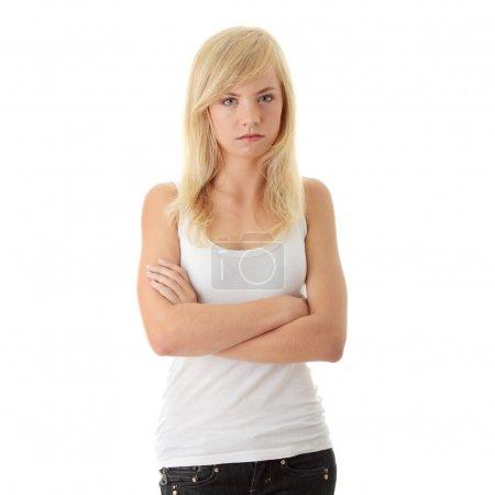 Photo pour Gros plan de tir d'une adolescente en colère, isolée sur fond blanc - image libre de droit
