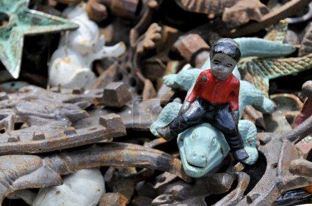 Photo pour Une figurine noire racistes stéréotypée vieux en antique - image libre de droit