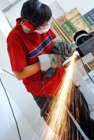 Metal worker with grinder