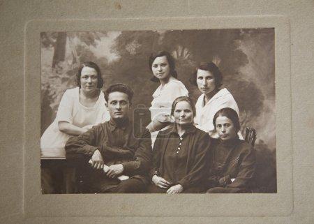 Photo pour Grande famille, vieille image, Ukraine ; image Années 24 du XXe siècle - image libre de droit