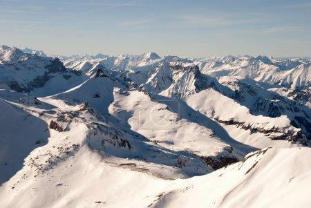 Photo pour Les sommets alpins suisses en hiver - image libre de droit