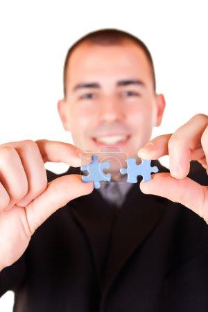 mains et puzzle