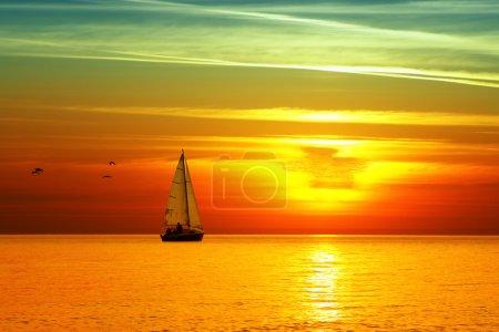 Photo pour Coucher de soleil magnifique mer - image libre de droit