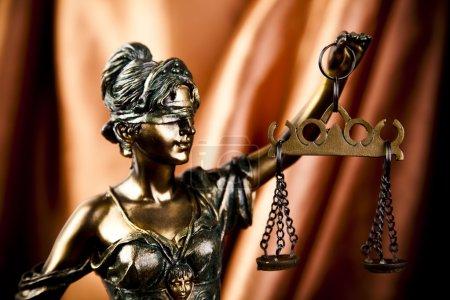 Photo pour Thème du droit, maillet du juge ! - image libre de droit