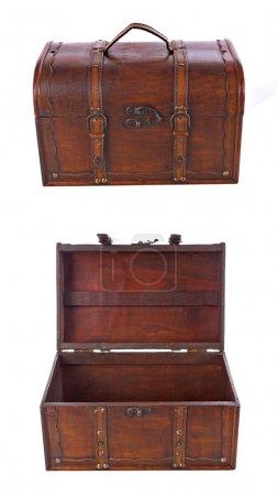 Photo pour Vieille valise marron sur fond blanc - image libre de droit