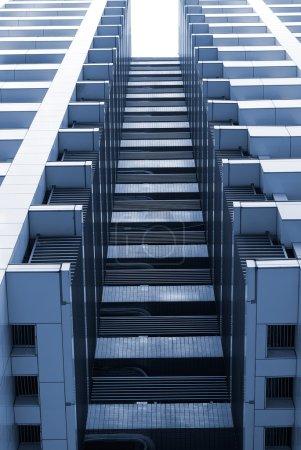 Photo pour Expérience en affaires architecture d'extérieur de bâtiment moderne. - image libre de droit