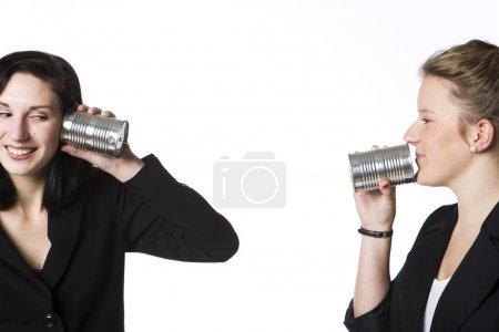 Photo pour Vintage Communication entre deux filles - image libre de droit