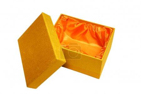 Photo pour Parfait petit coffret cadeau ouvert en tissu doré avec un motif et doublé d'un organza orange vif. Mettez-y ce que vous voulez : bijoux, carte ... - image libre de droit