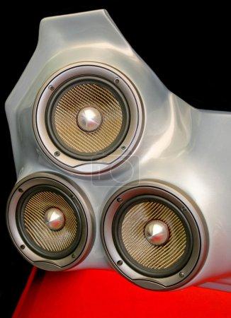 Photo pour Arbre haut-parleurs très bruyants avec membrane carbone - image libre de droit