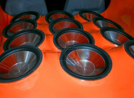 Photo pour Subwoofers très bruyants avec membrane métallique - image libre de droit