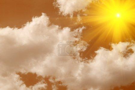 Photo pour Ciel orange et coucher de soleil spectaculaire - image libre de droit
