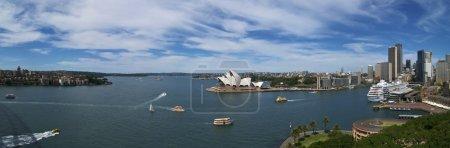 Photo pour Vue panoramique du port de Sydney pendant la journée - image libre de droit