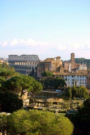 Photo pour Photo du forum romain et du Colisée - image libre de droit