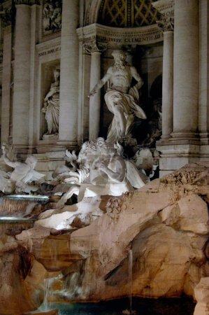 Photo pour Détail de la fontaine Di Trevi à Rome - image libre de droit
