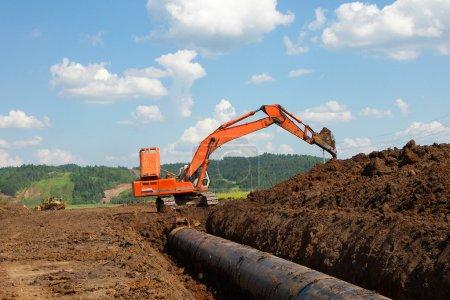 Photo pour Pipeline provenant de réservoirs de stockage - image libre de droit