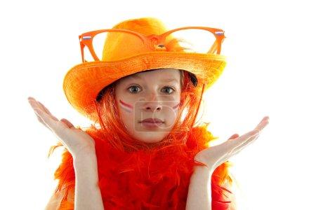 Foto de Partidario de la joven holandesa fútbol naranja que no sabe, sobre fondo blanco - Imagen libre de derechos