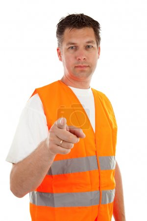 Photo pour Homme en gilet de sécurité sur fond blanc vous pointe du doigt - image libre de droit