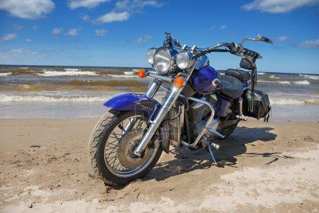 Photo pour Vélo sur le bord de la mer Baltique. - image libre de droit